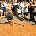 Nsnbr-doctor.net. Уличные танцы на Арбате в Москве. Брейк Данс. 12.07.2014. Полнолуние. Автор фото председатель НСНБР А.Г.Огнивцев. 13072014_7