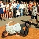 Nsnbr-doctor.net. Уличные танцы на Арбате в Москве. Брейк Данс. 12.07.2014. Полнолуние. Автор фото председатель НСНБР А.Г.Огнивцев. 13072014_8