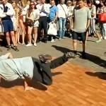 Nsnbr-doctor.net. Уличные танцы на Арбате в Москве. Брейк Данс. 12.07.2014. Полнолуние. Автор фото председатель НСНБР А.Г.Огнивцев.13072014_9